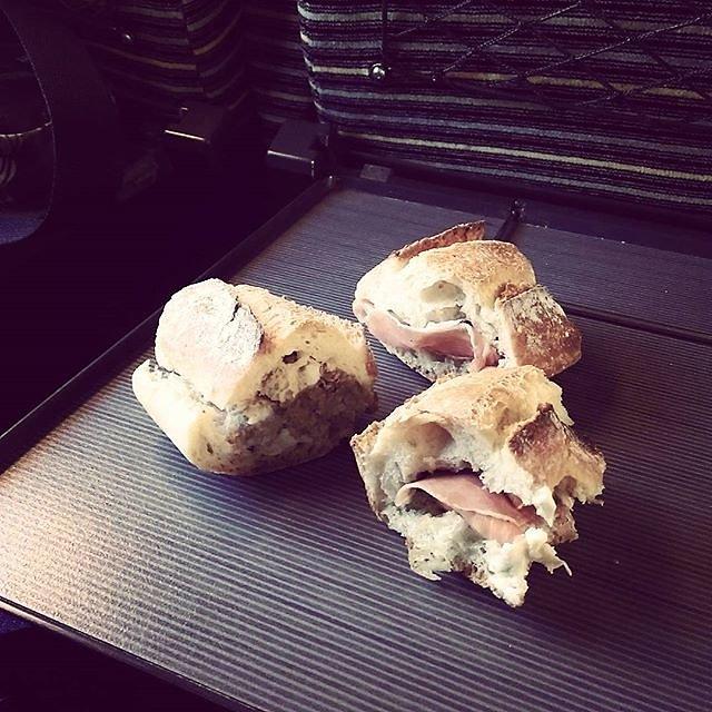 Hop pour ce midi mon Tigrou magique nous a fait des sandwichs !!